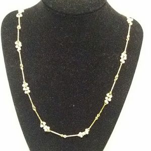 Avon vintage gold tone cluster pearl necklace